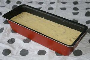 Cake salé au poulet, curry et amande