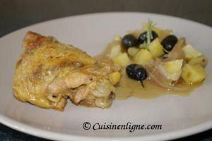Cuisse de poulet en cocotte aux olives noires et romarin