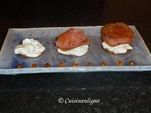 Millefeuille au saumon et chantilly à l'aneth