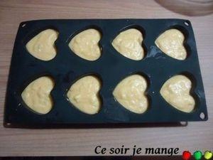 Muffins aux amandes, chocolat blanc et cœur de fruits rouges