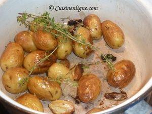 Faire revenir les pommes de terre grenailles à l'ail
