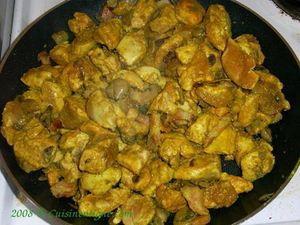 Poulet aux champignons, au lard et aux épices